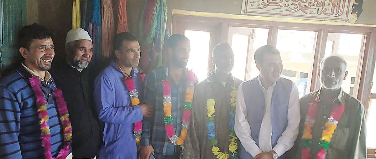 'Scores of DP (N) workers join NC at Buderkote'
