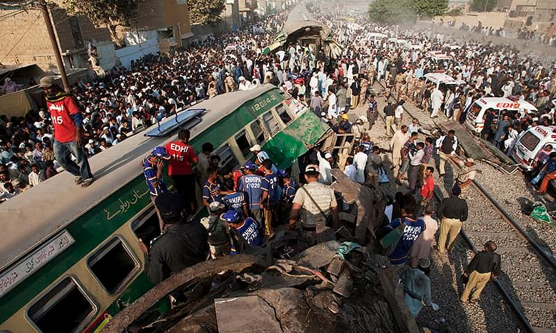 34 killed over 120 injured in two accidents in Pakistan