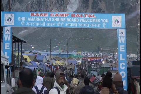Over 80,000 pilgrims pay obeisance at cave shrine in 6 days