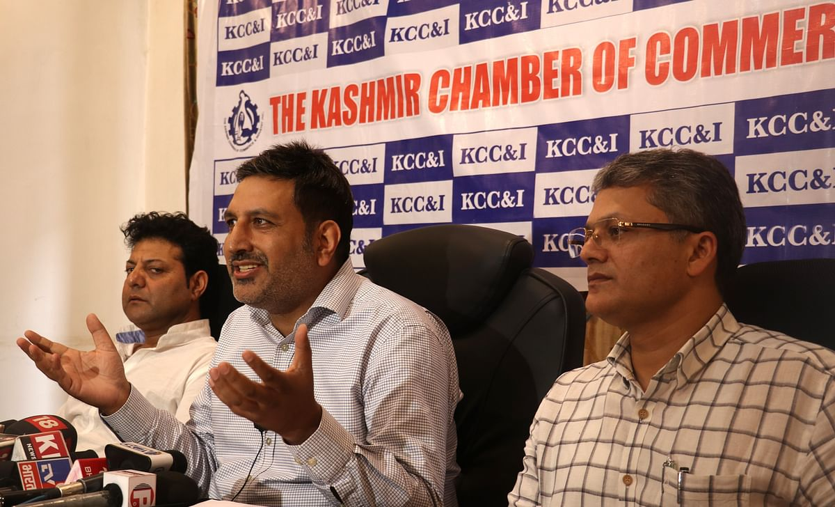 KCCI contributes 1 lakh masks