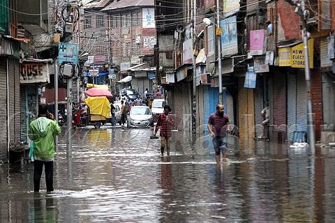 Rains lash Srinagar; traffic jams, waterlogging trouble residents