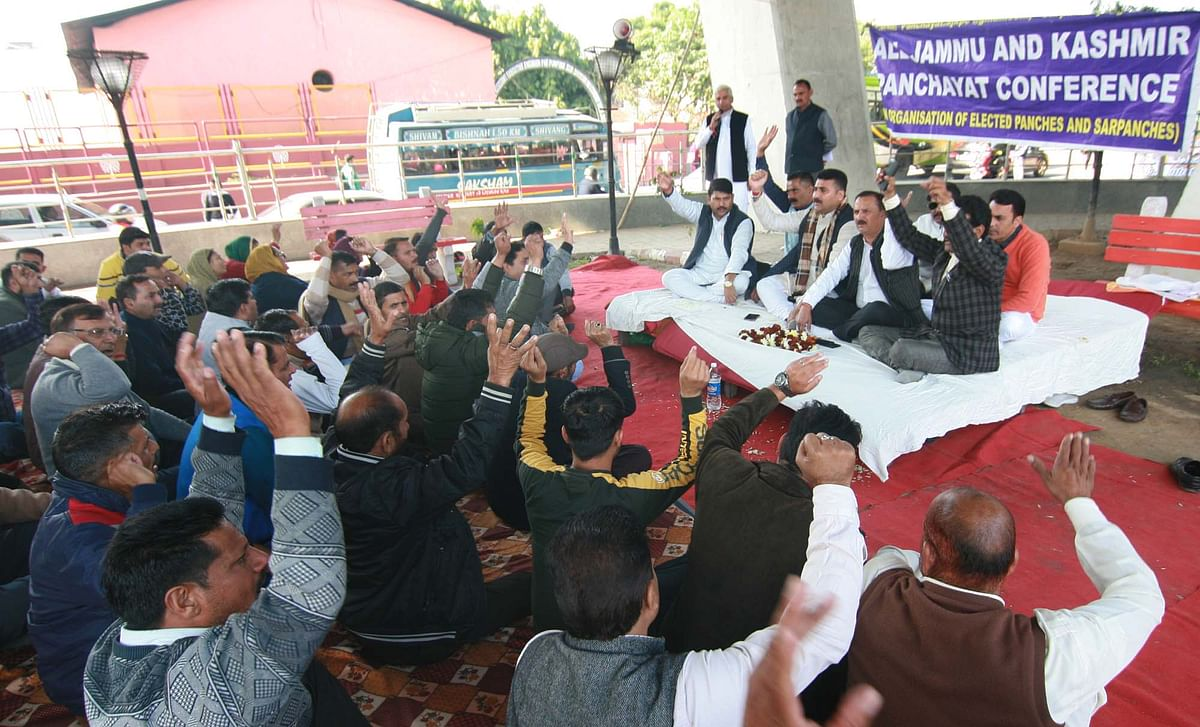 AJKPC begins week-long hunger strike in Jammu over MGNERGA liabilities, other issues