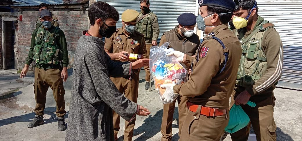 Police distribute food items to needy in Kashmir districts
