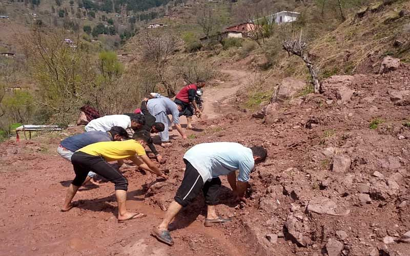 Reasi: Several roads in dilapidated condition, commuters suffer
