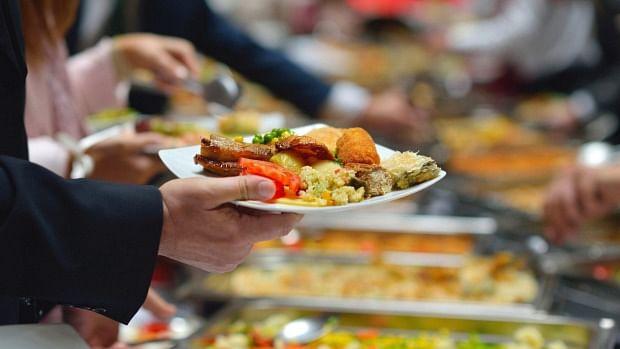 Playing games while eating may decrease food intake