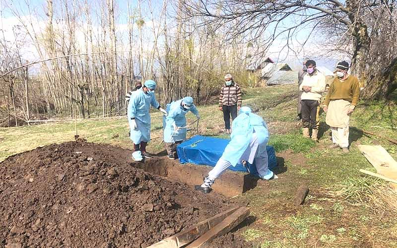 Victim laid to rest in Tangmarg