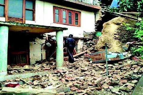 5 structures damaged in Sopore landslide