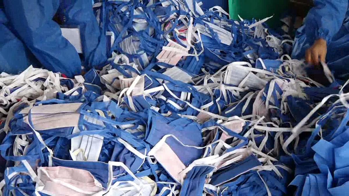 Bandipora woman sews 2,000 masks, distribute them free among people
