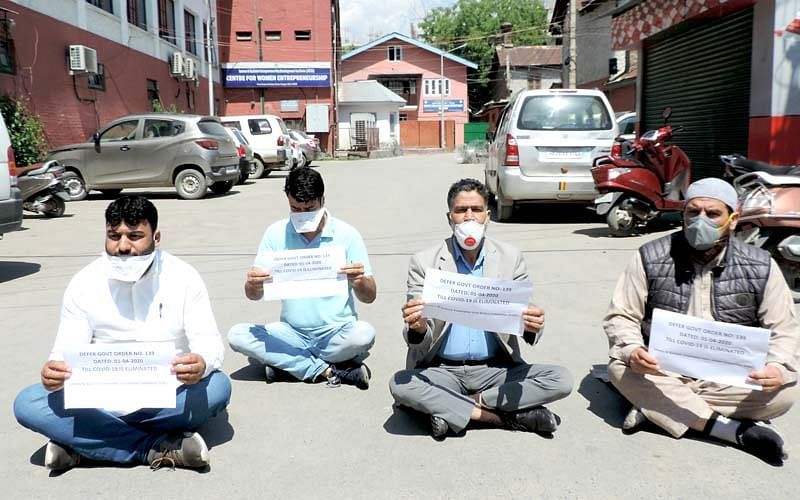 JKPaySys: 'Govt withholds salaries of 5 lakh employees'