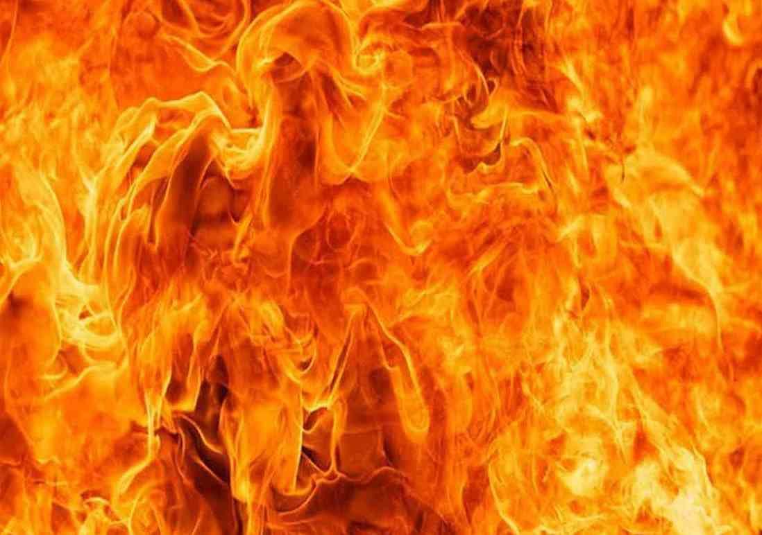 Toddler dead, 10 injured in Ghaziabad slum fire