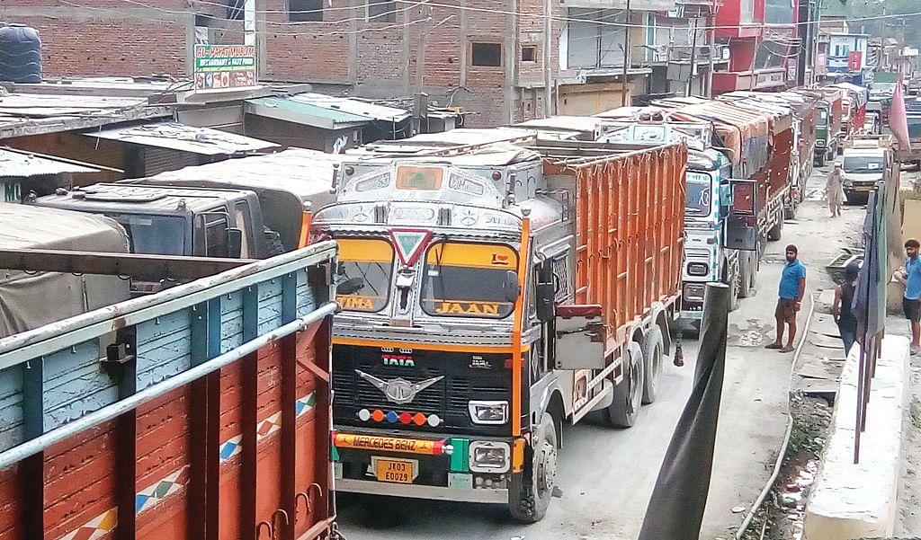 Massive traffic jam on Srinagar-Jammu highway