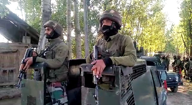 Three security personnel injured in Pulwama encounter