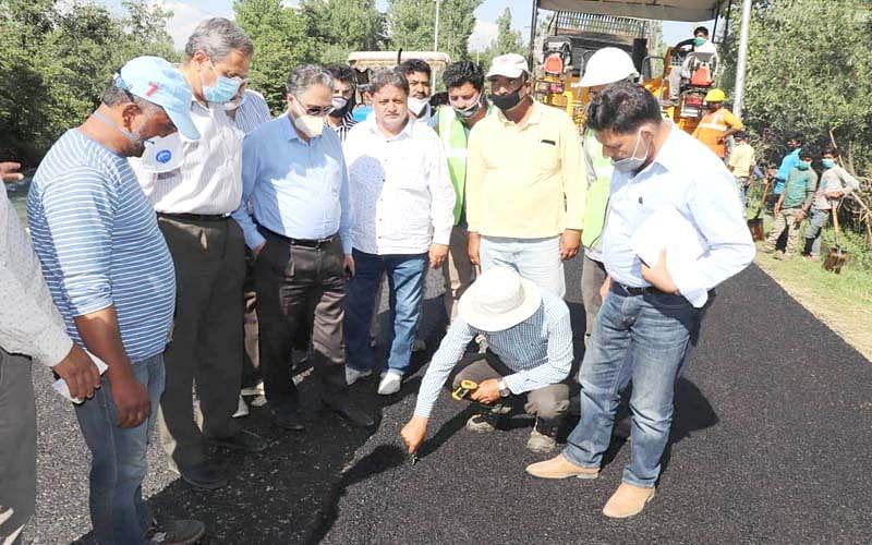 Work in full swing on Nowgam-Qazigund road