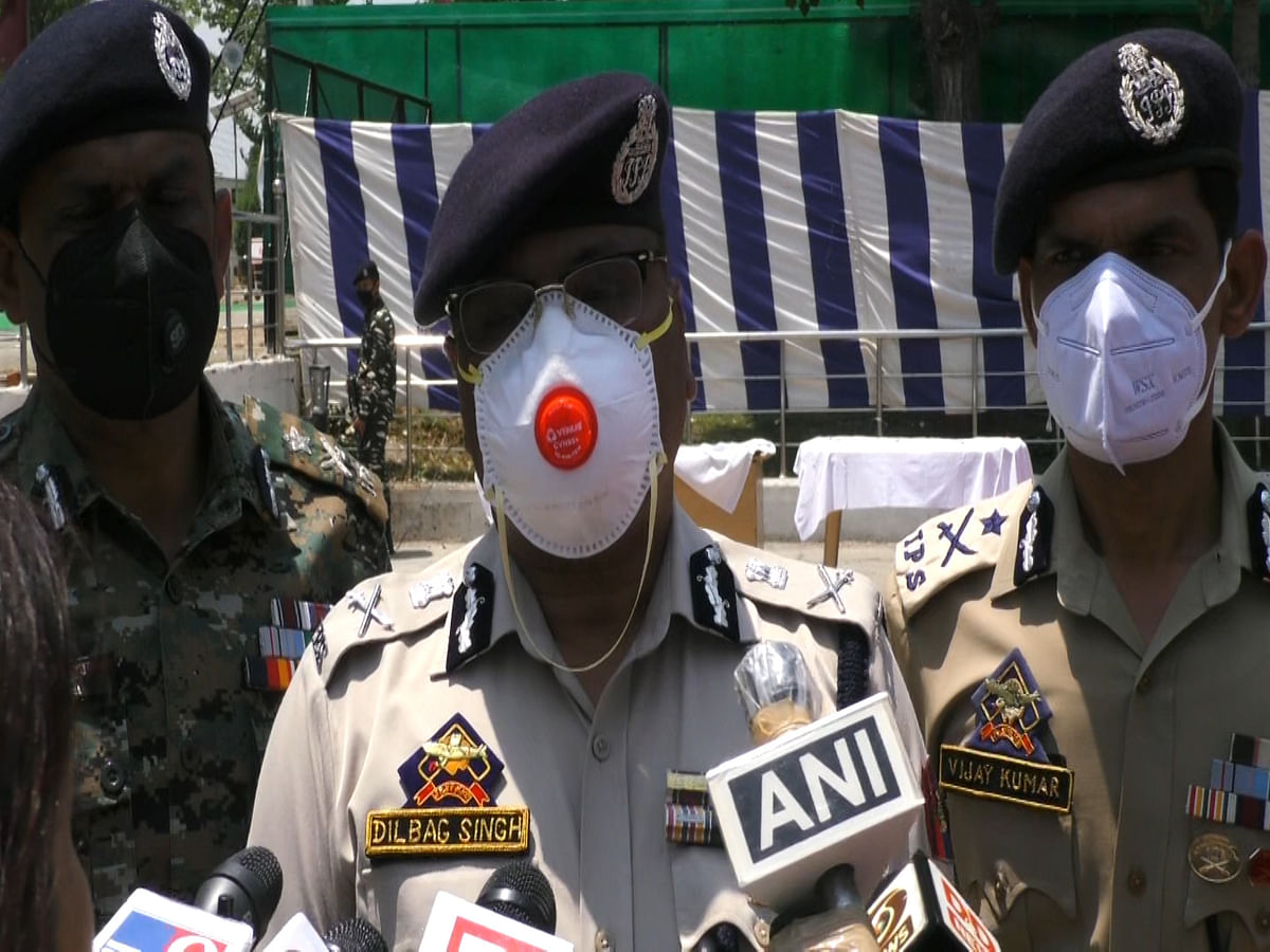 Militants in Kashmir facing huge shortage of weapons: DGP Dilbag Singh