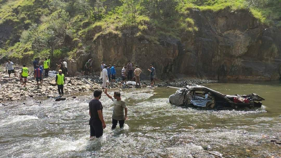 Three kids among five dead after vehicle plunges into nallah in Doda