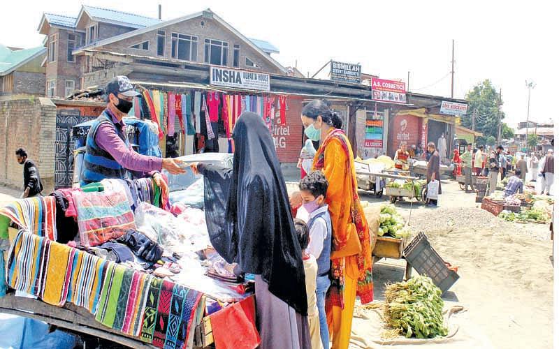 People resort to panic buying in Srinagar