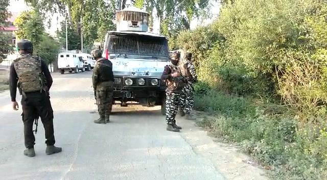 Militants attack security forces in Pulwama, no loss of life or injury