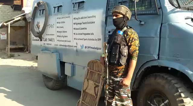 Militants attack naka party in south Kashmir's Shopian