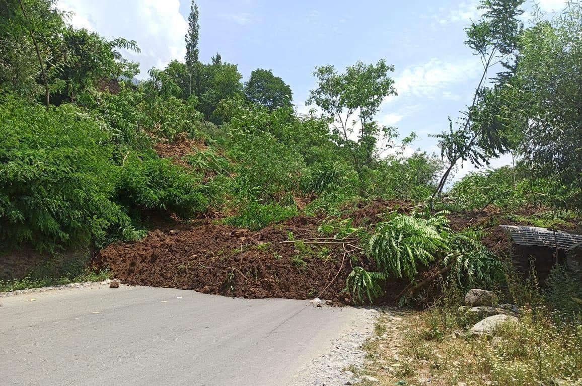 Landslide damages residential houses, shops in Kangan; Leh highway blocked