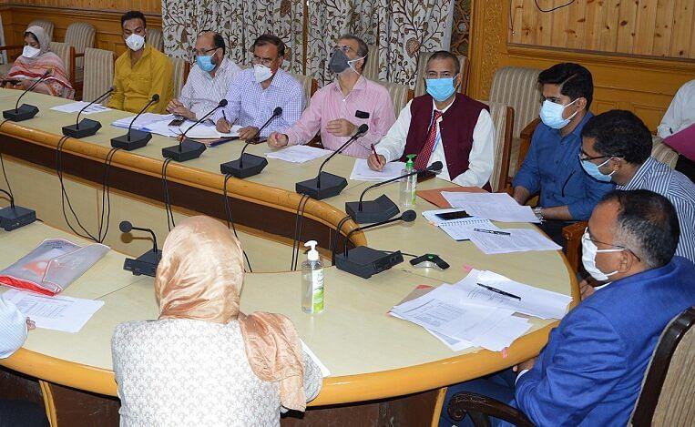 Div Com reviews prevailing COVID19 situation, management in Kashmir