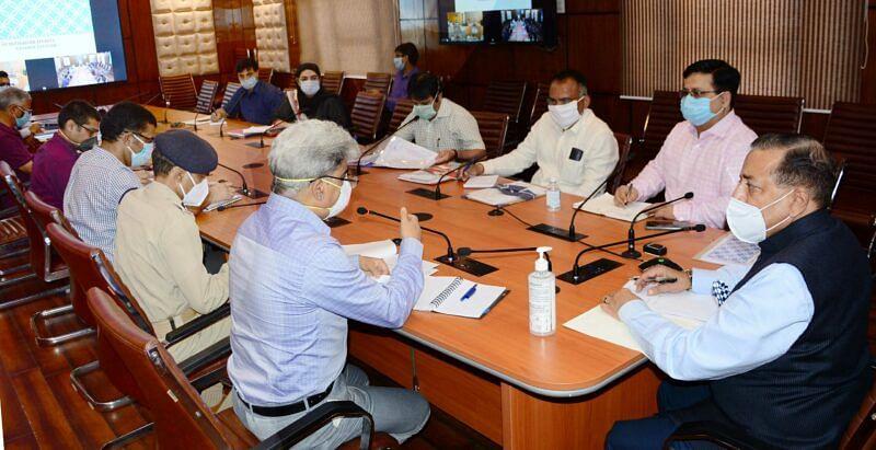 Dr Jitendra reviews COVID19 status in Kashmir