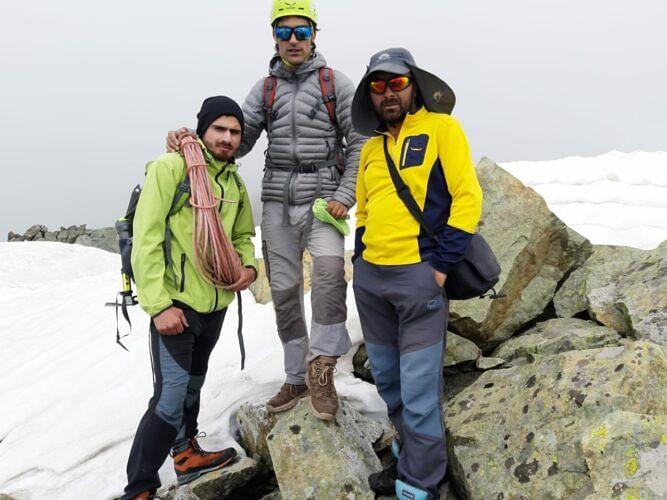 Mountaineers scale Eastern Pinnacle Thajwas peak