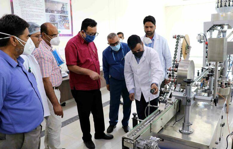 Navin visits India International Kashmir Saffron Trade Centre at Dussu