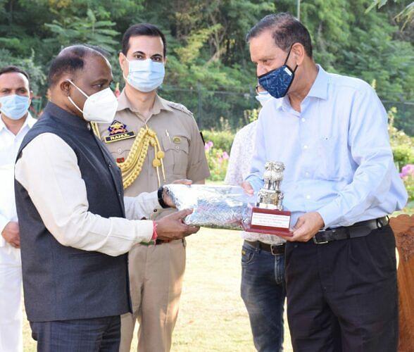 Raj Bhavan accords warm send off to Director SSF