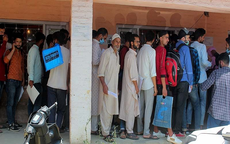 Bandipora: People throng offices to apply for domicile certificates