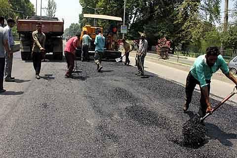 Ishber residents seek road repairs