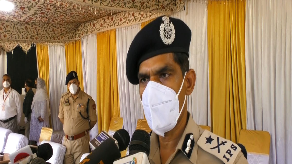 IGP Kashmir refutes order asking police to shift non-local laborers to nearest security camps