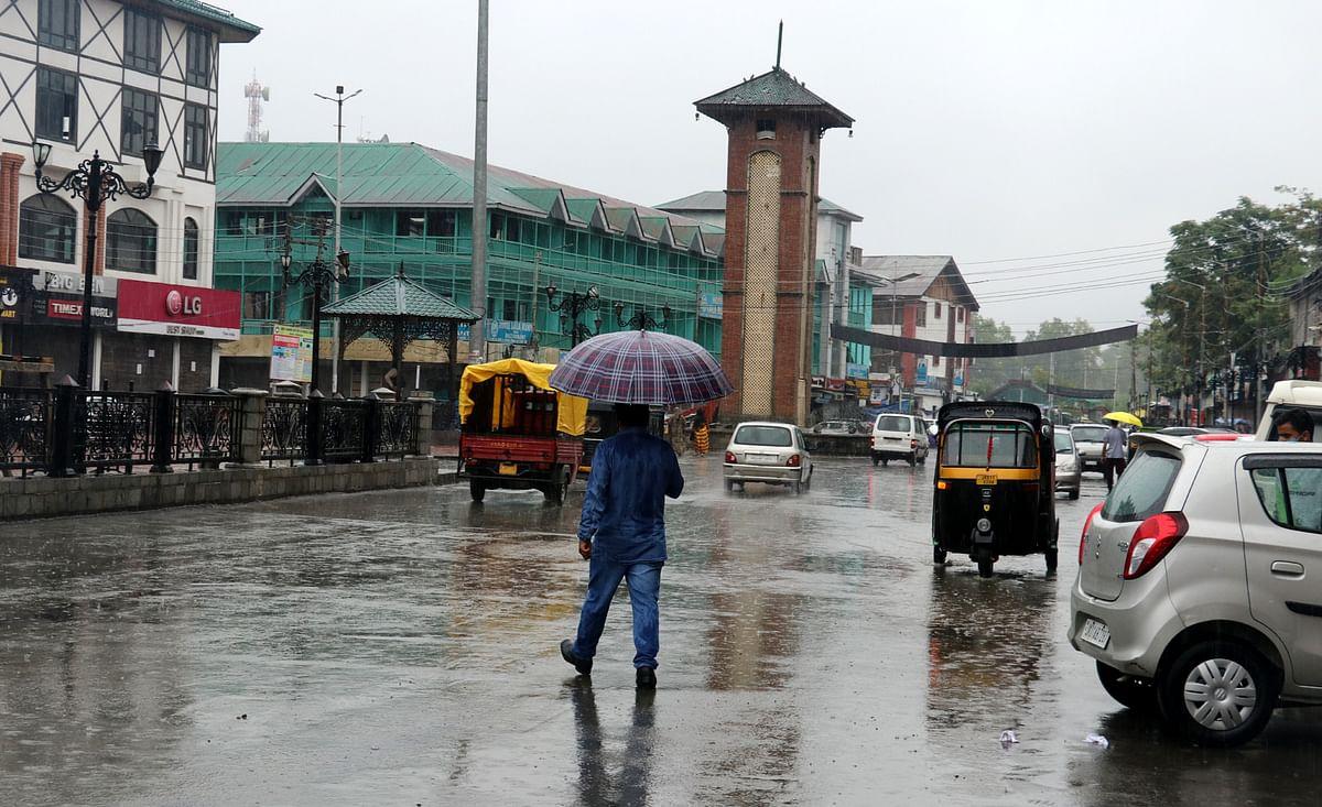 Rains, gusty winds lash Kashmir
