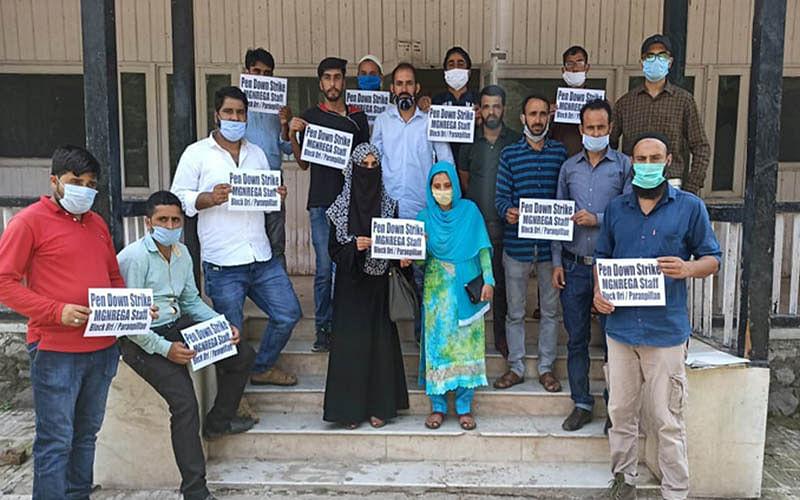 MGNREGA employees stage protest in Uri
