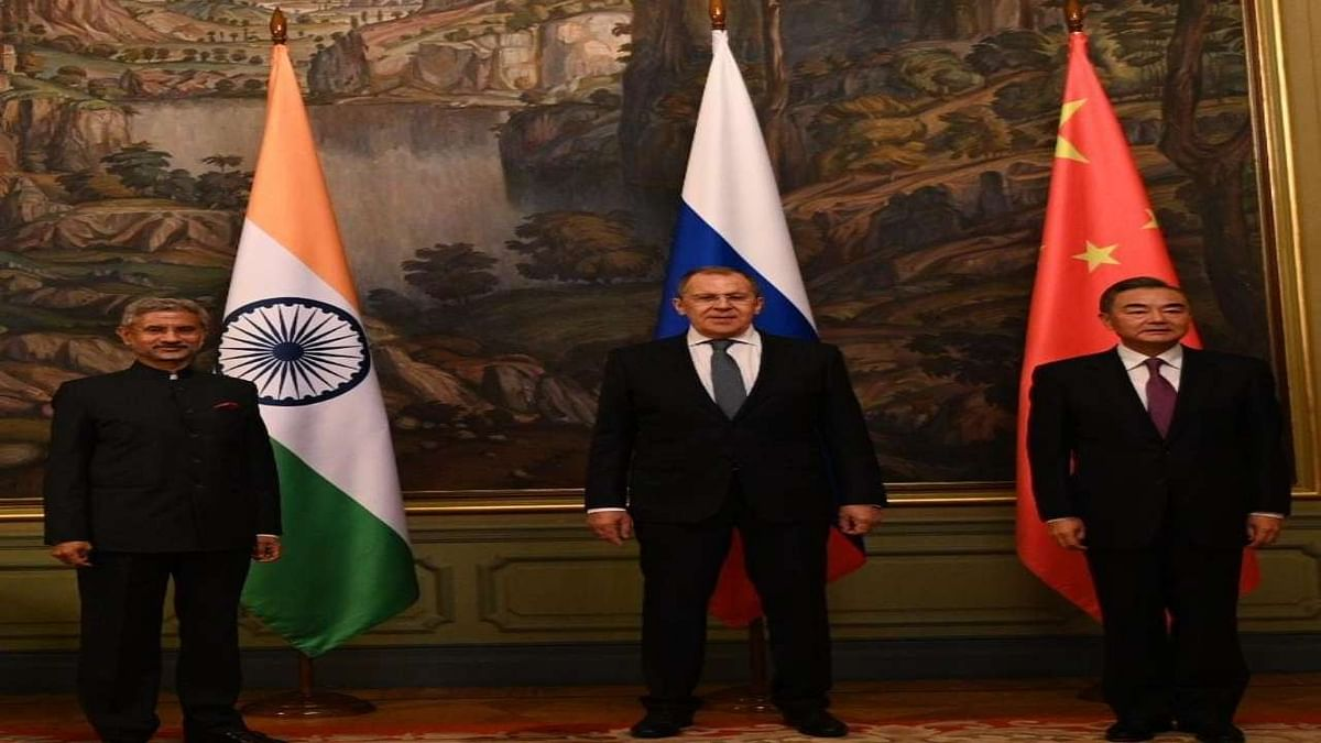 Jaishankar meets Chinese counterpart in Moscow