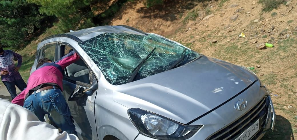 Three injured as car rolls down into deep gorge in north Kashmir's Sopore