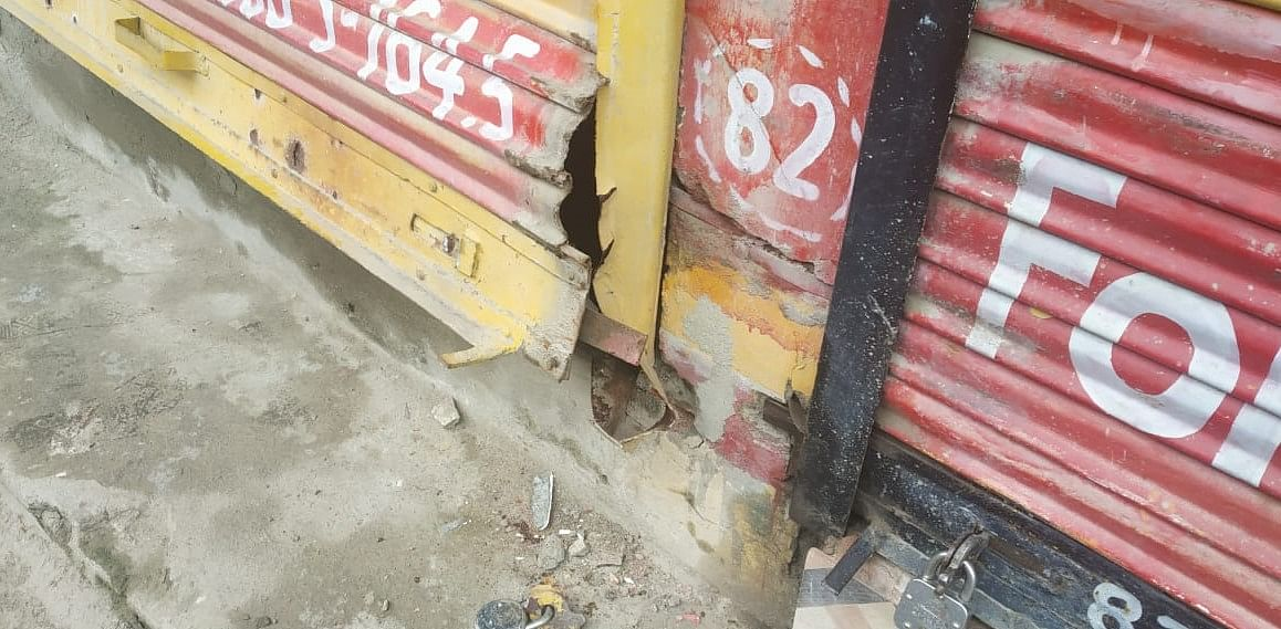 Half dozen shops looted in north Kashmir's Sopore