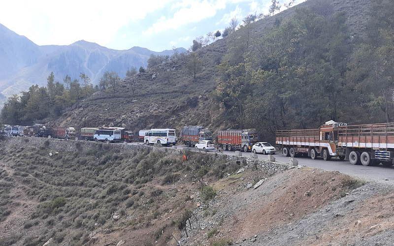 Traffic jam on Srinagar-Jammu highway irks commuters