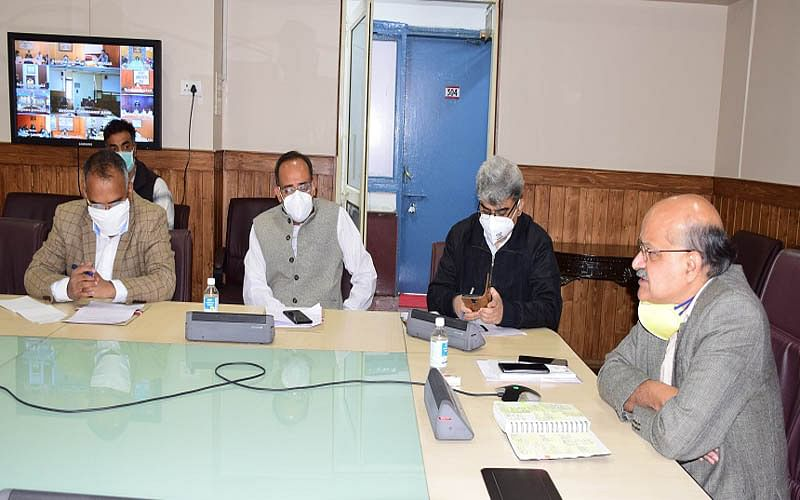 Divisional control rooms to be established ahead of winter in Kashmir: CS