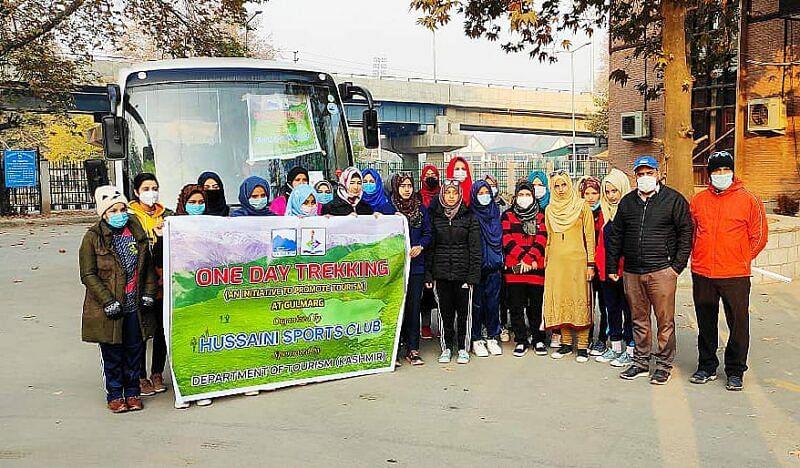 All girls trekking expedition in Gulmarg