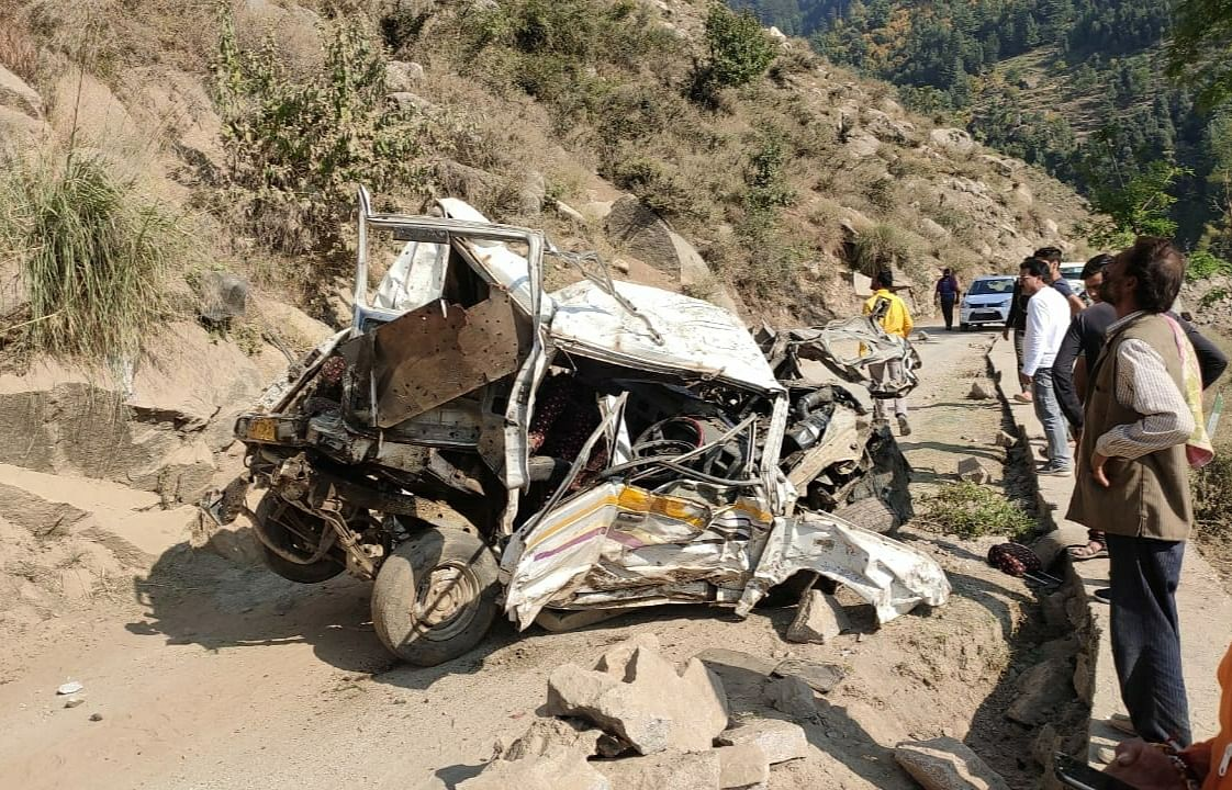 Driver among three killed, eight injured as passenger cab plunges into gorge in Doda