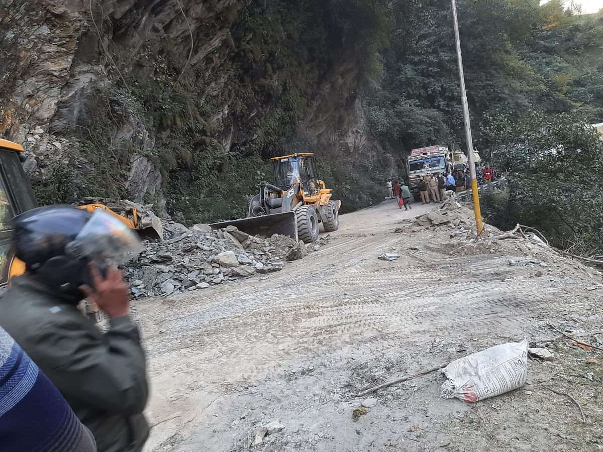 Traffic restored on Jammu-Srinagar highway after five hours of closure