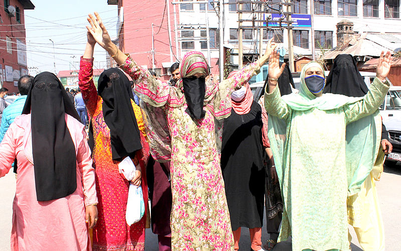 Shopian family stages protest at Press Colony
