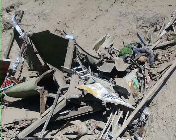 Truck conductor killed, three others including two army soldiers injured in Zojila road accident
