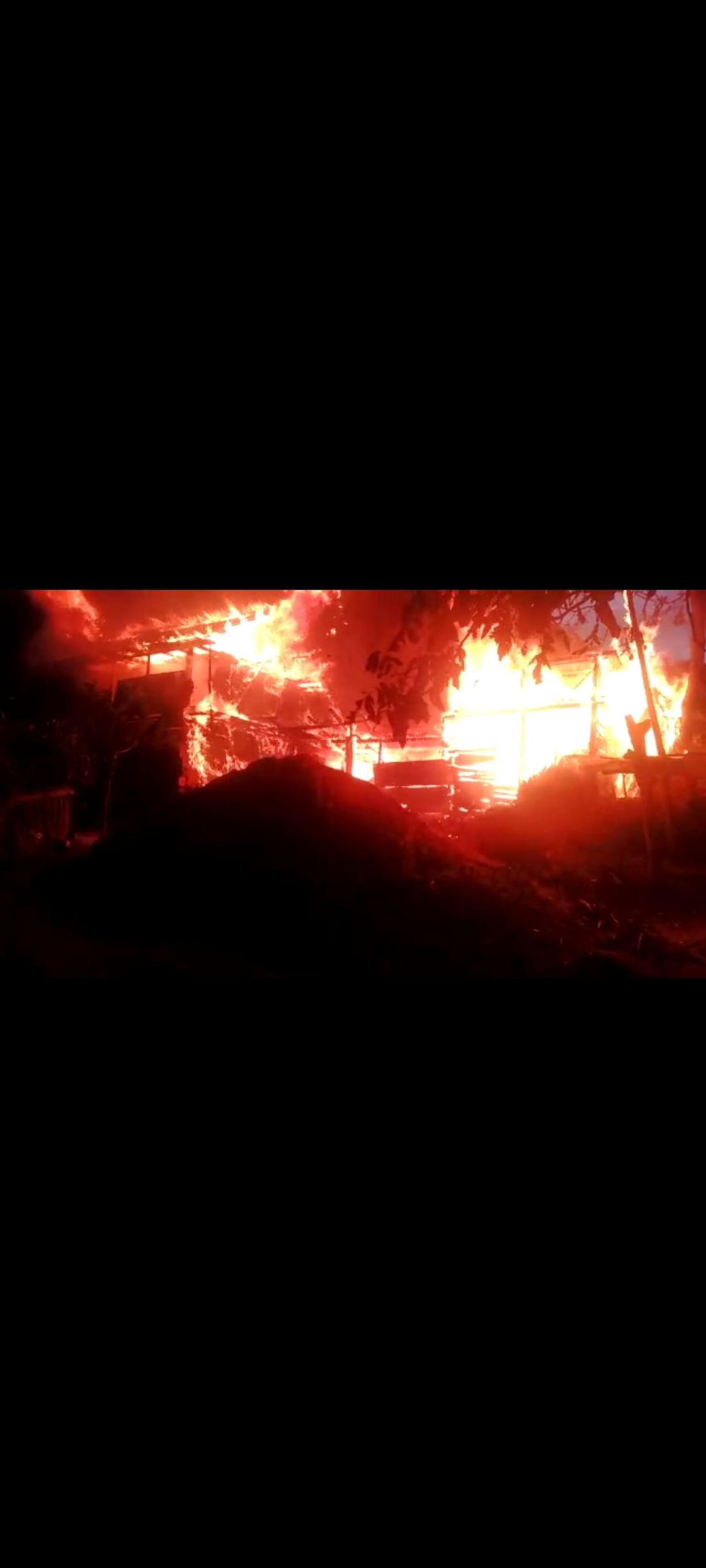 Two persons receive burn injuries while putting out fire in south Kashmir's Qazigund