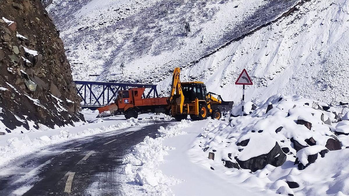 Srinagar-Kargil highway reopens for one way traffic after four days