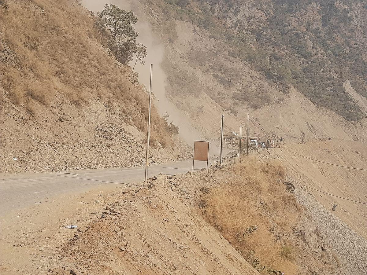 Srinagar-Jammu highway remains closed for traffic
