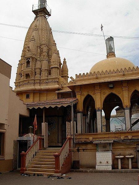 Mob vandalises Hindu temple in Karachi, Muslims come to rescue