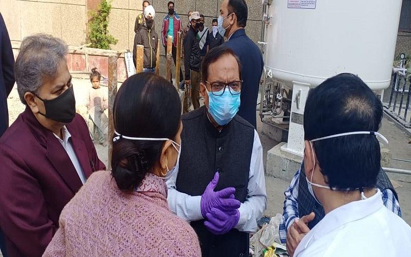 Nagrota gunfight: Advisor Bhatnagar meets injured police personnel