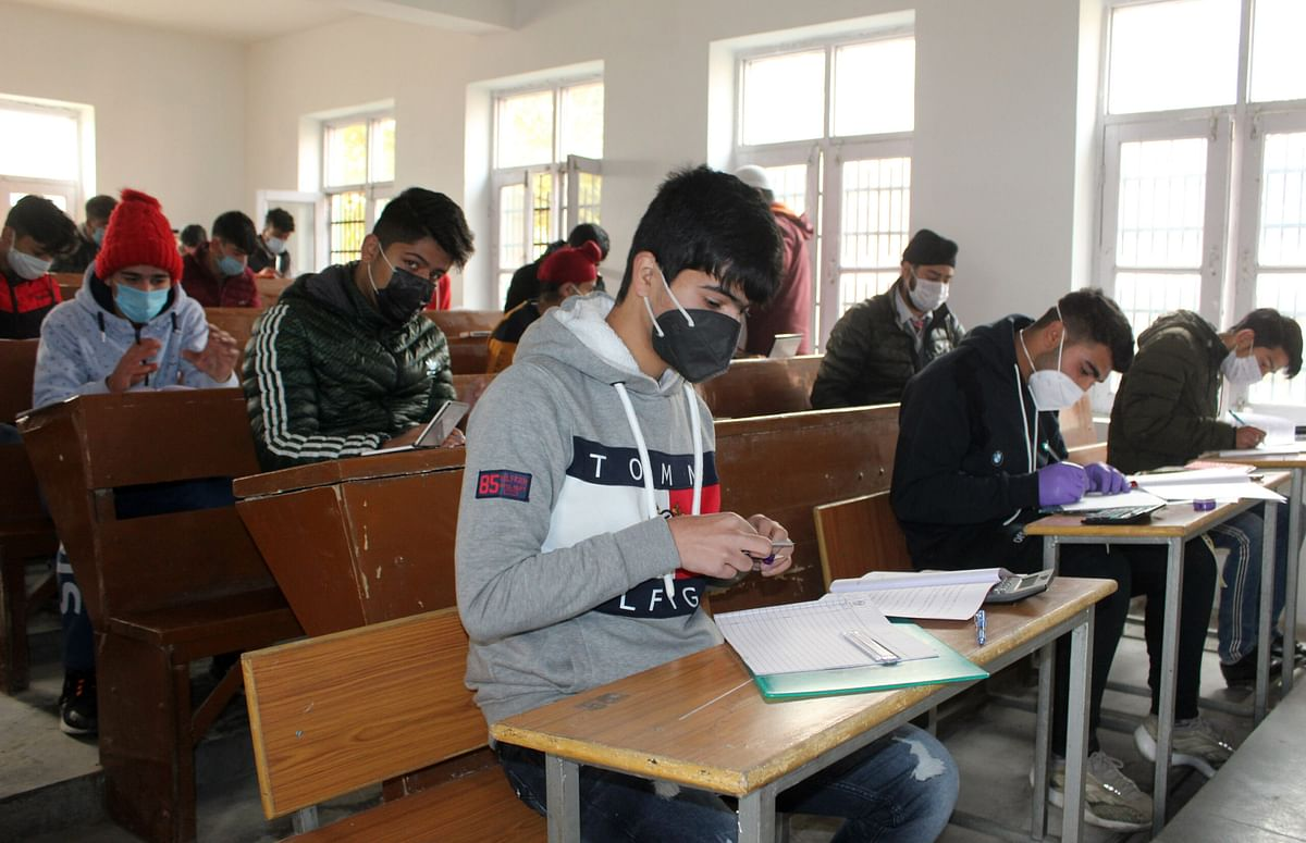 Kashmiri students studying in Pakistan Colleges urge Government to facilitate their travel