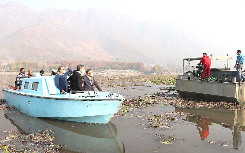 Div Com takes extensive tour of Dal, Nigeen lakes